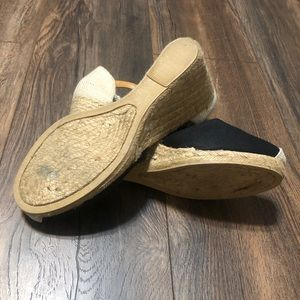 White Mountain Shoes - Size 9 barely worn wedges